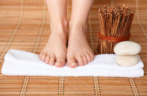 entspannte Füße mit einem Fußbad
